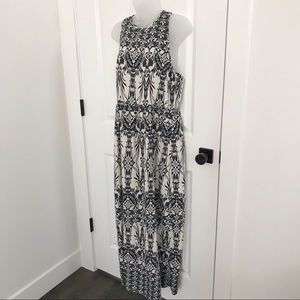 Poema Sleeveless Maxi Dress White with Navy Floral
